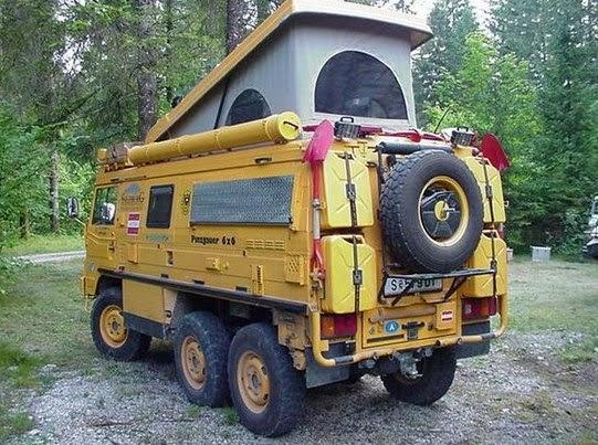 装甲車改造的なキャンピングカー
